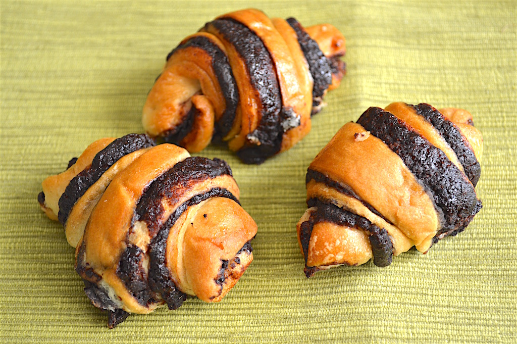 As far as taste went, I was in love. Along with the delicious black and white cookies, I received their signature cinnamon rugelach. The dough was so soft and pillowy with a really flavorful cinnamon filling.