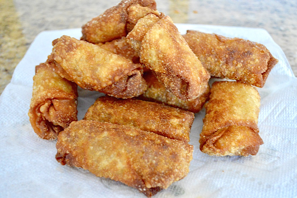 When the cheeseburger egg rolls were all fried they went onto a plate lined with paper towel to drain. Oh my goodness it was a gorgeous pile of deliciousness! I cut them in half and served them immediately.