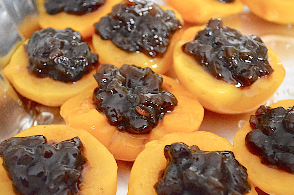I filled the empty pits of each of the peach halves with a big spoonful of that yummy mincemeat. Then they just baked for 20 minutes! That warmed everything up and allowed the sugars to caramelize a little.