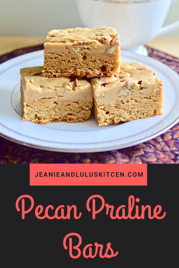 These pecan praline bars are such an incredible dessert with a warmly spiced blondie base and a luscious, pecan filled praline top layer! #dessert #dessertbars #blondies #praline #pecanpralinebars #jeanieandluluskitchen