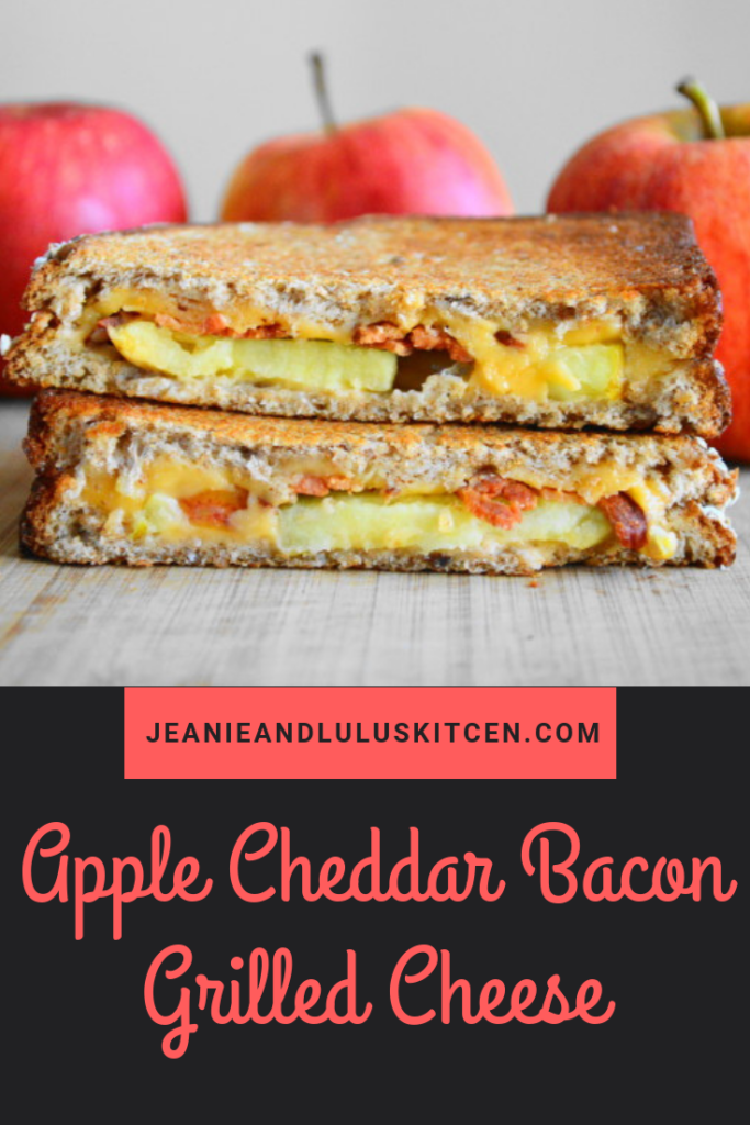 An apple cheddar bacon grilled cheese sandwich is the ultimate in Fall comfort! Serve it with a salad or soup for a simple and fast lunch or dinner. #lunch #grilledcheese #bacon #apple #sandwiches #applecheddarbacongrilledcheese #jeanieandluluskitchen